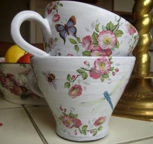 Tekopp med nyponrosor - Anna Keramik