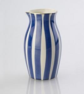 Blåvitrandig mjölkkanna - Kerstin Tillberg