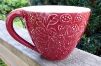 Tekopp Four Leaves Mörkröd - Ulrika Ahlsten Keramik