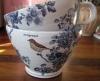 Tekopp Fågelkvitter med blå blommor - Anna Keramik
